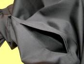 Jeder Wasmer-Talar hat neben einer Tasche auch einen praktischen Durchgriff. Selbstverständlich ist der Durchgriff verblendet, so dass ein Blick auf die Unterkleidung nicht möglich ist.