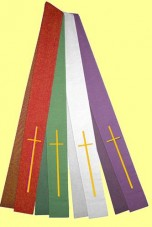 Stola mit gestickten Langkreuzen. Material 50% Baumwolle / 35% Viskose / 15% Leinen. Art.-Nr. 042-0